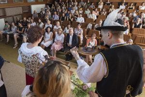 Z otvorenia Letnej univerzity slovenského jazyka a kultúry pre cudzincov v Študijnom a kongresovom stredisku Univerzity Komenského v Modre-Harmónii.