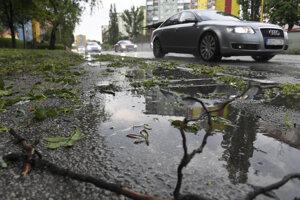 Výstraha pred búrkami platí pre niektoré okresy Banskobystrického, Prešovského, Košického a Žilinského kraja od 12.00 do 19.00 h.