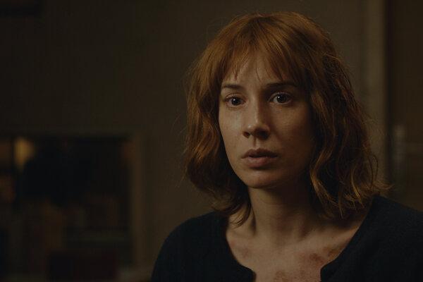 Táňa Pauhofová ako emigrantka v seriáli Bez vědomí.
