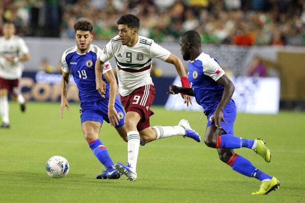 Raúl Jiménez (v strede) v zápase semifinále CONCACAF Gold Cupu 2019 Mexiko - Haiti.