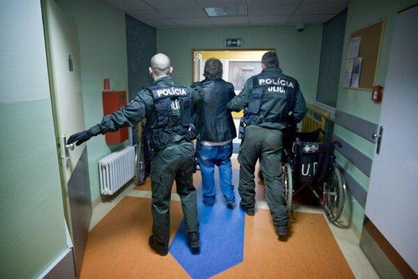 Na centrálnom príjme nemocníc dnes končia takmer všetci opilci, ku ktorým volajú ľudia záchranku alebo políciu.