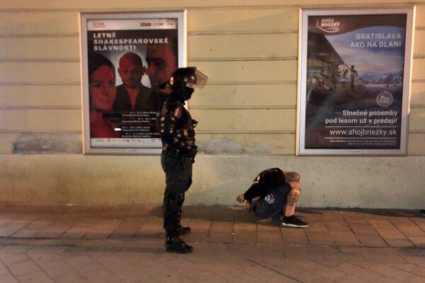 Na Ventúrskej ulici v bratislavskom Starom Meste zasahovala polícia.