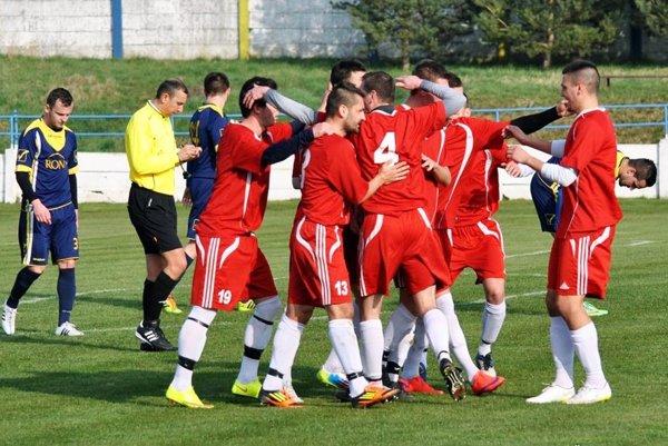 Futbalisti Vrábeľ vyhrali druhý zápas v rade, tentoraz doma porazili Lednické Rovne 1:0.