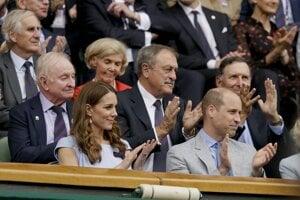 Finále mužského Wimbledonu sledujú aj členovia britskej kráľovskej rodiny - princ William a Kate, vojvoda a vojvodkyňa z Cambridge.