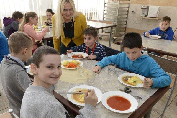 Obedy školákov budú od nového školského roka dotované štátom.