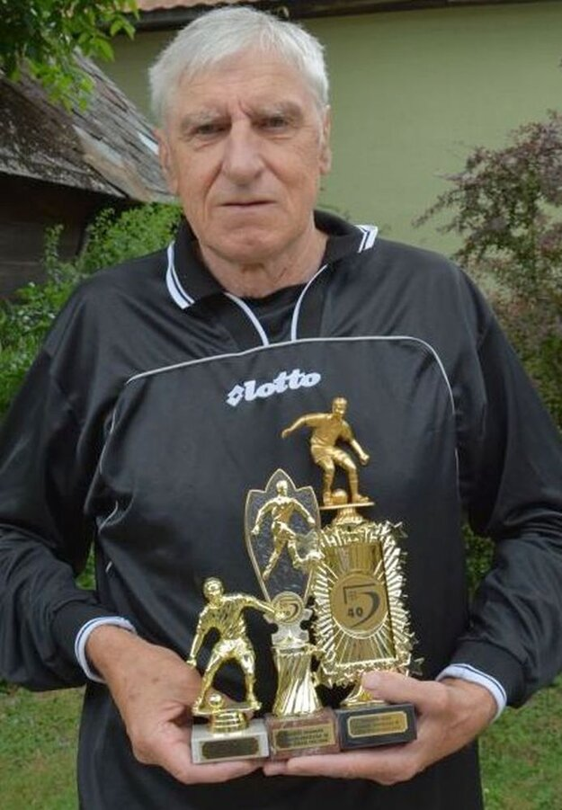 Zdenko Uhrík s trofejami.