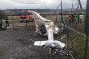 Torzo vrtuľníka po havárii.