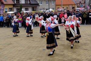 Súbor vystupuje na festivaloch doma aj v zahraničí. Na snímke v českom Strání.