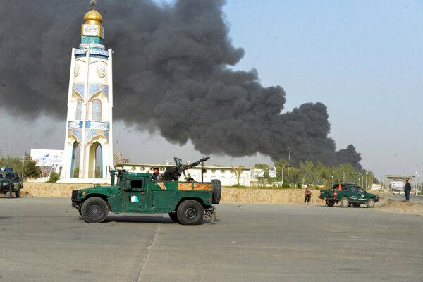 Pri útoku v Kandaháre utrpelo zranenia takmer 90 ľudí.