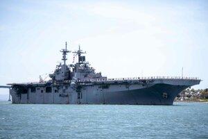 Americká loď USS Boxer.