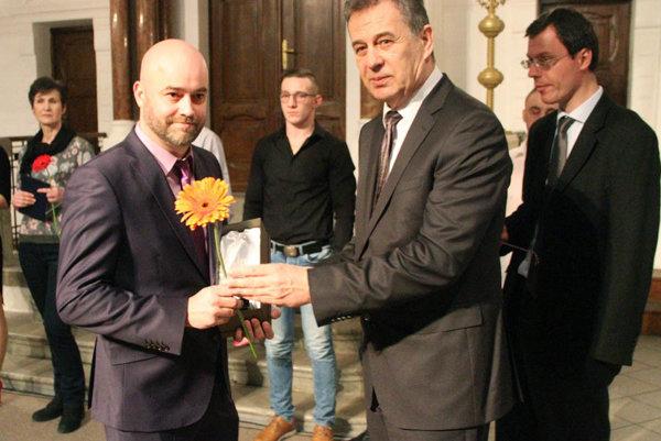 Najúspešnejším seniorským športovcom Nitry sa stal hokejbalista Stanislav Petrík. Blahoželali mu primátor Jozef Dvonč a viceprimátor Ján Vančo.
