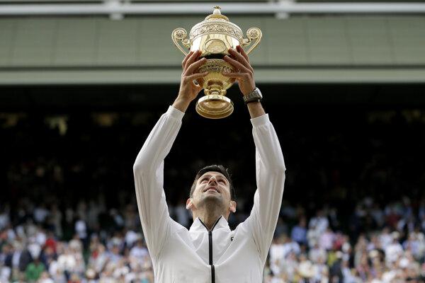 Novak Djokovič po triumfe na Wimbledone 2019.