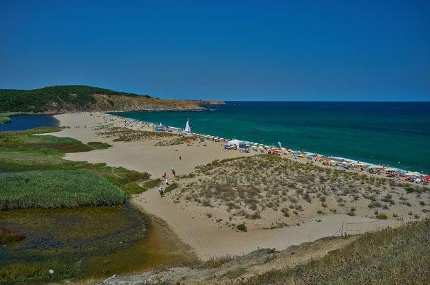 Na najkrajších plážach v Bulharsku nechýba piesok ani dobré služby.