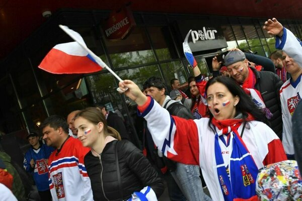 Hokejoví fanúšikovia na Slovensku.