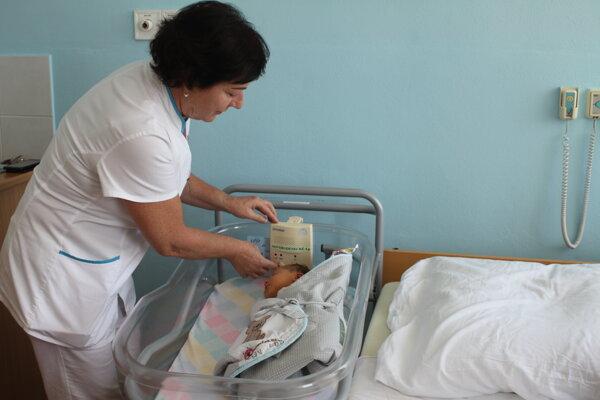 Zdravotných sestier majú v nemocnici dostatok.
