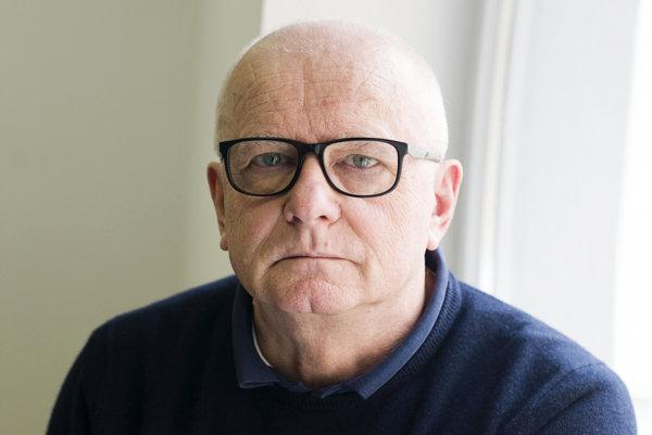 Divadelný a filmový scenárista a dramaturg Ondrej Šulaj,dekan Filmovej a televíznej fakulty VŠMU nakrútil svoju režijnú prvotinu Agáva.
