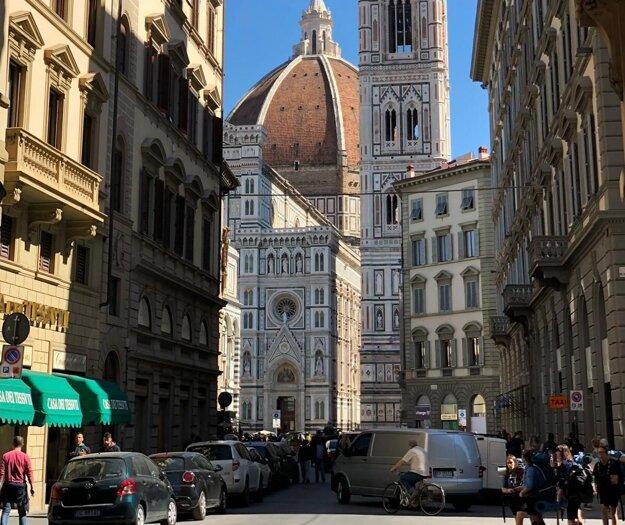 Florencia je krásna, ale často preplnená davmi turistov.