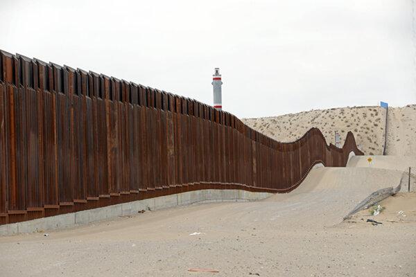 Hraničný múr blízko mesta El Paso.