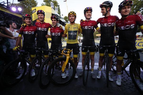 Tím Ineos v cieli poslednej etapy na Tour de France 2019.