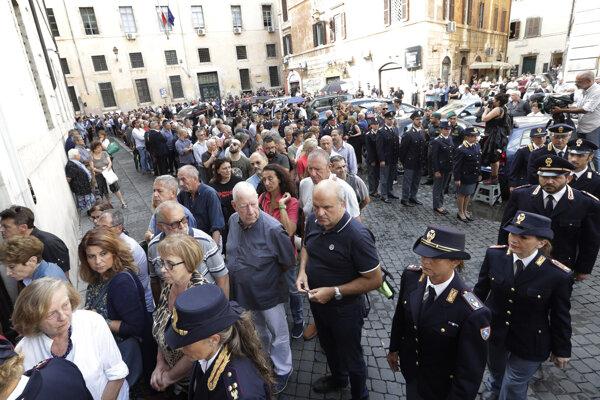 Taliani si uctili zavraždeného policajta.