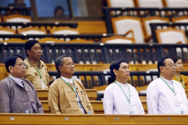 Novozvolený mjanmarský parlament.