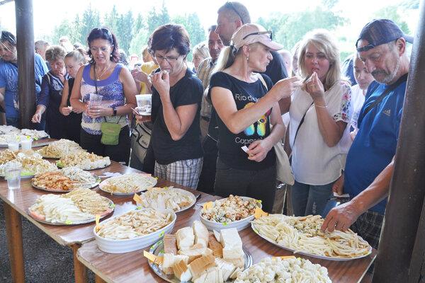 Porotou v súťaži o najlepšieho producenta výrobkov zo syra boli návštevníci Zázrivských dní.