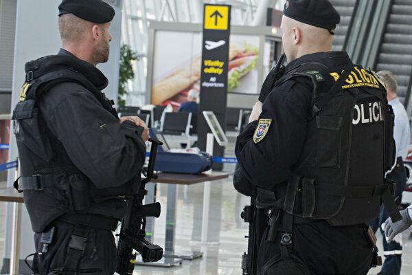 Na letisku v Bratislave platia prísnejšie bezpečnostné opatrenia.