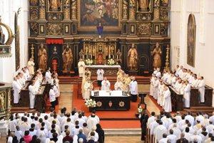 Svätenie olejov sa dnes konalo  aj v trnavskej katedrále.