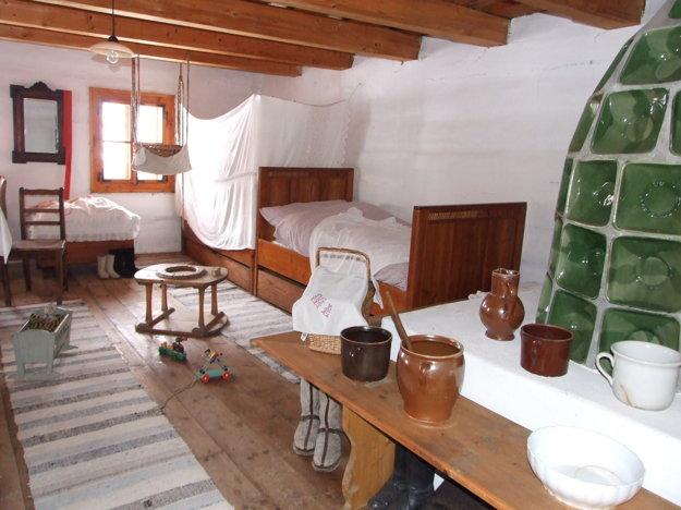 Zariadenie prednej izby v Múzeu liptovskej dediny Pribylina.