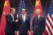 Zľava: splnomocnenec USA pre obchod Robert Lighthizer, americký minister financií Steven Mnuchin a čínsky vicepremiér Liu He.