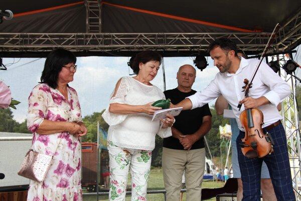Knihu pokrstil hudobník Ondrej Kandráč a MUDr. Helena Kováčová.