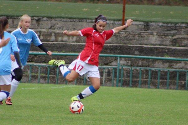 Laura Boháčiková s číslom 17 v zápasovom nasadení.