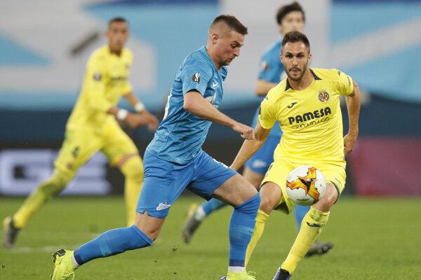 Róbert Mak (vľavo) v súboji s Victorom Ruizom z Villarrealu v 1. zápase osemfinále Európskej ligy Zenit Petrohrad - Villarreal CF na štadióne v Petrohrade 7. marca 2019.