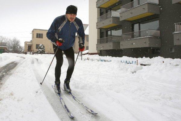 Bežcovi na lyžiach museli pomôcť záchranári. Ilustračné foto.