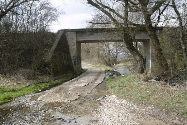 Cesta v mestskej časti Hájiky - Maky
