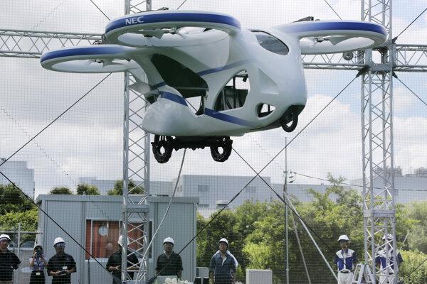 Lietajúci automobil v Tokiu.