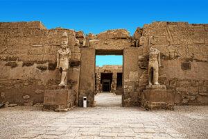 Zvyšky egyptského chrámového komplexu v Karnaku.