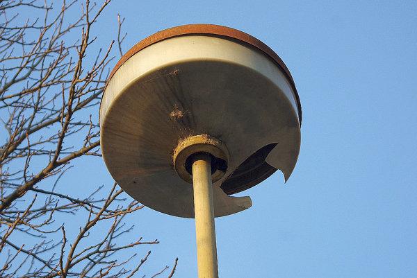 Lampy na sídlisku sú vo veľmi zlom stave. Problematická je už aj ich základná údržba.