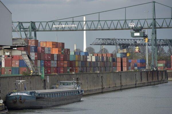 Bližšie neidentifikovaný kapitán teraz čelí obvineniu z ohrozenia lodnej dopravy.
