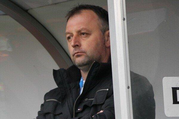 Tréner Jozef Kukulský sa po vypršaní trestu vrátil na lavičku.