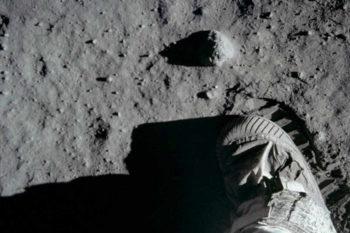 moon landing conspiracy theories - 1200×630