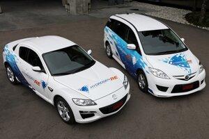 Mazda RX-8 Hydrogen RE a Premacy Hydrogen RE spaľujúce vodík aj benzín