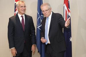 Generálny tajomník NATO Jens Stoltenberg s austrálskym premiérom Scottom Morrisonom.