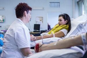 Keď prídu darcovia krvi darovať krv do bojnickej nemocnice, za parkovanie nezaplatia.