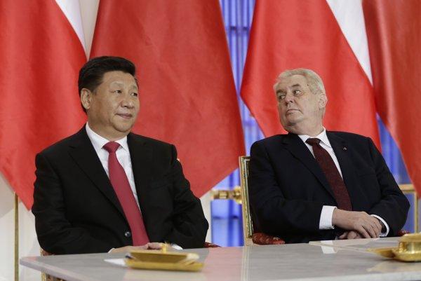 Čínsky prezident Si Ťin-pching (vľavo) a český prezident Miloš Zeman.