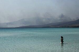 Na ostrove Elafonisos sa vznietila pôvodne skládka odpadu.