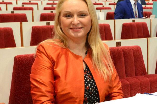 Je to doslova bič, ktorý mesto ušilo na samosprávy, hodnotí podmienky stanovené mestom starostka mestskej časti Nad jazerom Lenka Kovačevičová.