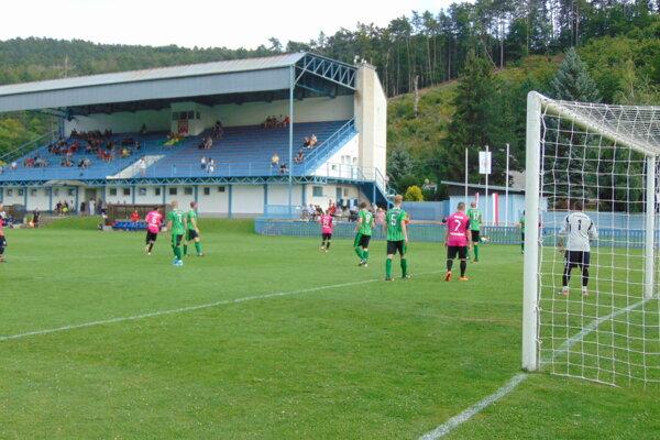 Brezová (v ružovom) vyhrala aj tretí zápas novej sezóny.