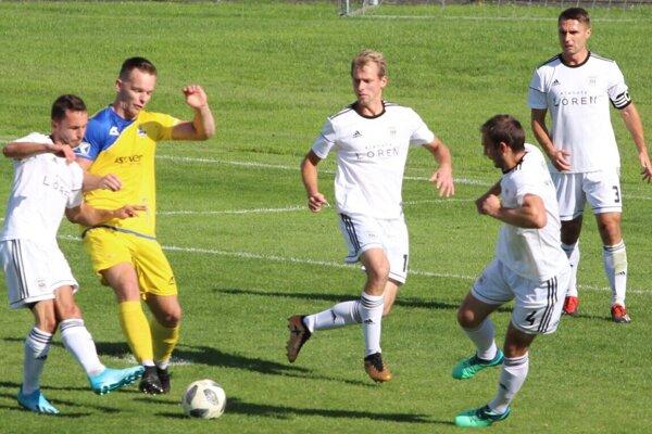 Nováčik súťaže (v žlto-modrom) ušil na Námestovo správnu taktiku a na Orave prekvapujúco, no zaslúžene triumfoval.