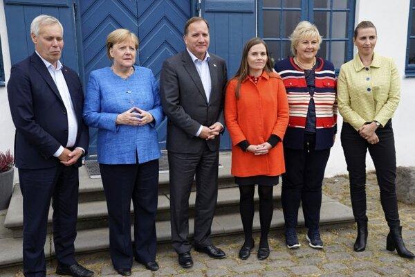 Zľava fínsky premiér Antti Rinne, nemecká kancelárka Angela Merkelová, švédsky premiér Stefan Löfven, islandská premiérka Katrín Jakobsdóttirová, nórska premiérka Erna Solbergová a dánska premiérkaa Mette Frederiksenová.